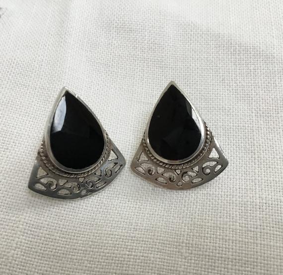 black onyx and sterling silver stud earrings/black stone and silver/triangle stone and sterling earrings/filigree silver work earrings