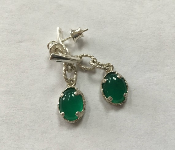 Green filigree earrings. Green agate and silver dangle earrings. Green oval drops. Christmas jewelry. Fancy dangle earrings.