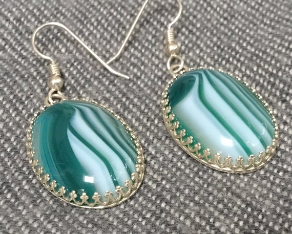 Green and white earrings.sardonyx and sterling silver earrings. Oval earrings. Green stone filigree earrings.