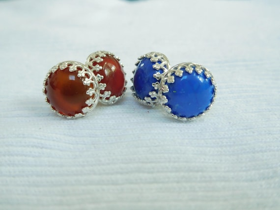 Blue or orange stud earrings. Filigree earrings. Carnelian or blue agate. Round studs.