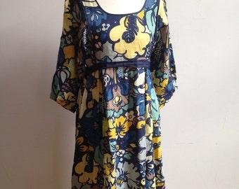 Cute 70s print summer dress