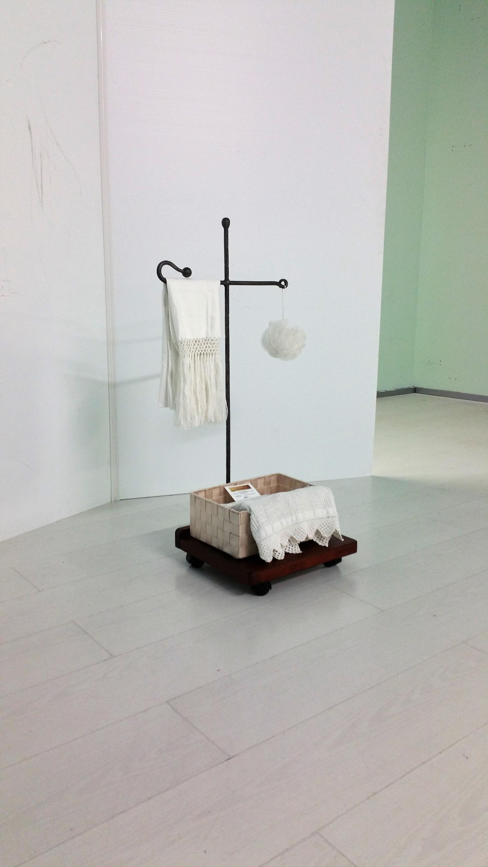 Mobile bagno porta salviette asse in ferro battuto per carta etsy - Mobile bagno ferro battuto ...