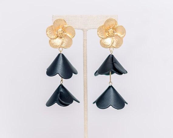 Gold Double Cap Flower - Black