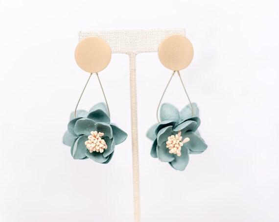 Flower Dangle Earbob - Green