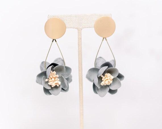 Flower Dangle Earbob - Gray