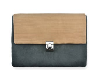 Hand Bag made with wood and black velvet