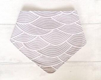 grey dribble bib - modern print bib - waves print - bandana bib - organic Drool / Dribble Bib - bamboo baby bib - organic baby clothes - UK