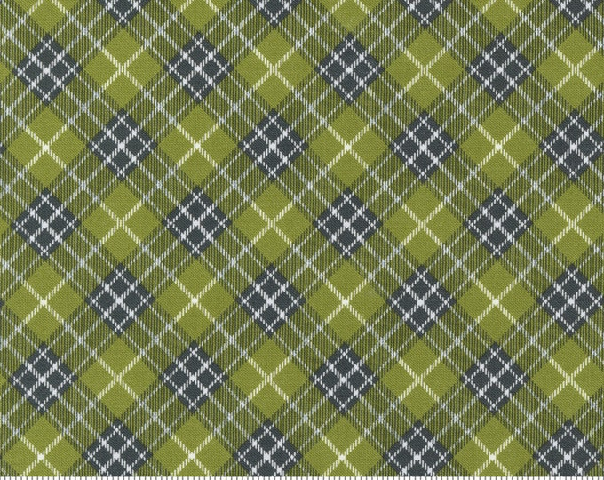 Red Barn Christmas Plaid Grass, Sweetwater