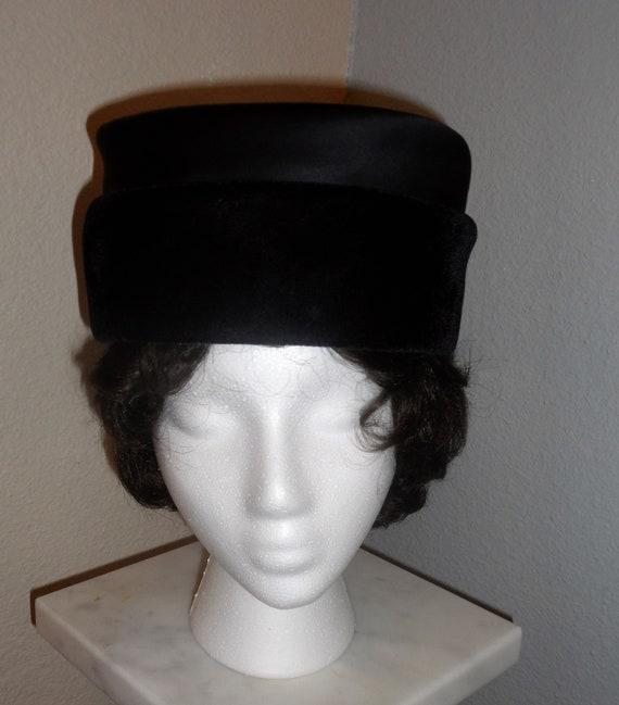 feather Vintage Pillbox Antique Hat....straw hat flapper. spring bride costume summer church vintage hat wedding