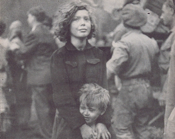 1946 Jewish Boy and Girl Facing Deportation Very Moving Magazine Photo