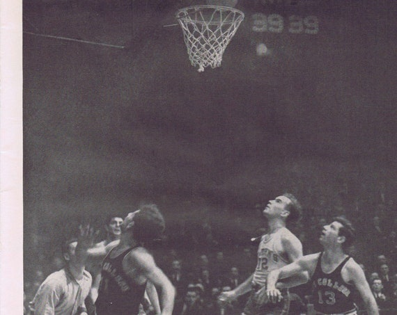 1942 Bill Holzman of C.C. New York and St. Johns Basketball Game at Madison Square Garden Large Picture