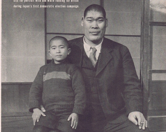 1946 7-Foot-Tall Sumo Japanese Champion Tomojiro Sakata and Son Original Vintage Magazine Photo
