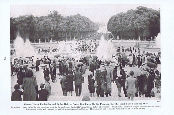 Louis XIV's Palace of Versailles in France Turns On Fountains for First Time Since WW2  1946 Vintage Magazine Photo