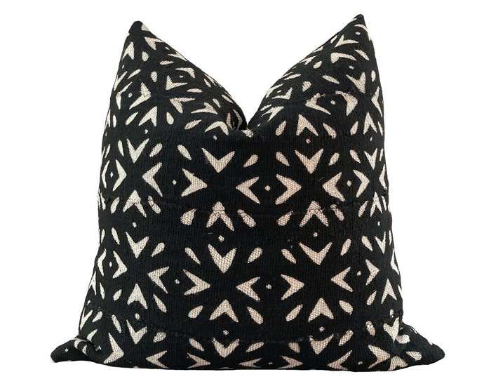 RHENA || Authentic Mud Cloth Pillow Cover | Black and Cream Floral motif | Origin: Mali
