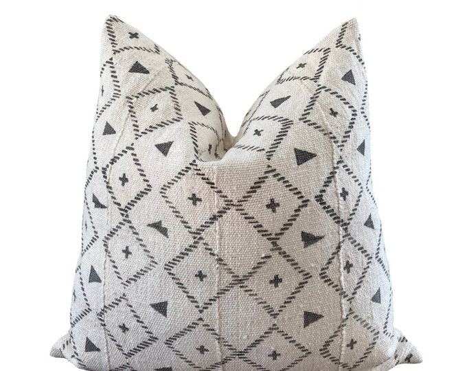 HAWA || Vintage Mudcloth Pillow Cover | White and Gray Mud Cloth | Origin: Mali