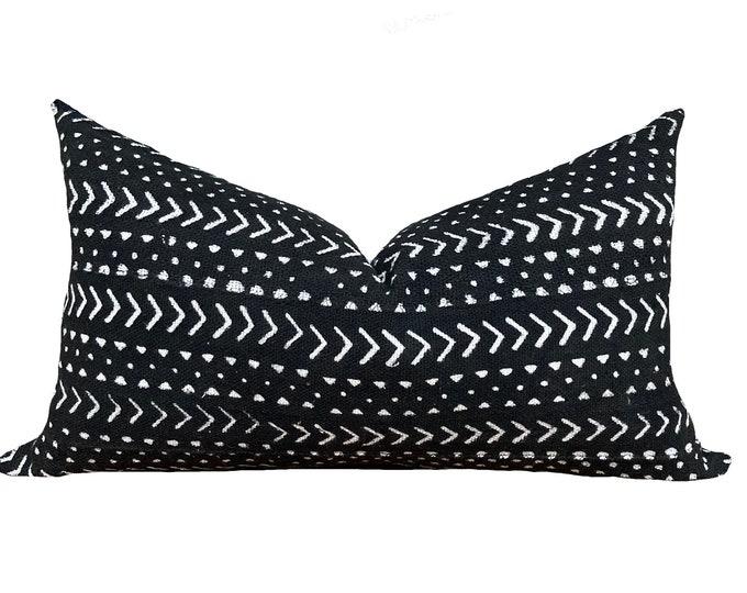 ZAHARA || Mud Cloth Pillow Cover | Black with arrow motif | Origin: Mali
