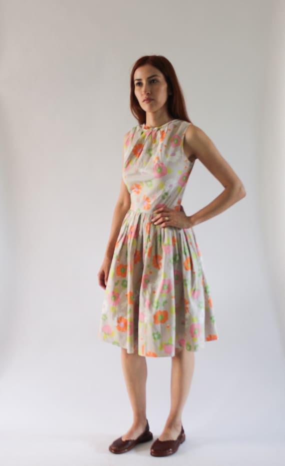 Vintage 1950s Beige Floral Dress | 1960s Floral Dr