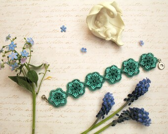 Emerald green bracelet Woven Braided Bracelet Tatting lace bangle Birthday Valentine's Gift for woman Beaded Woman bracelet Tatted jewelry