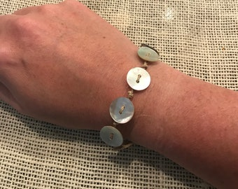 Seashell button bracelet !