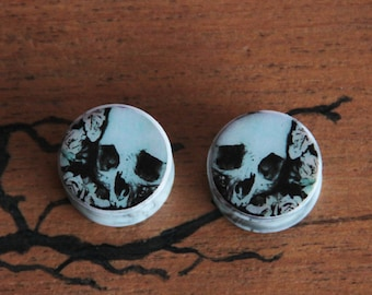 Pair of Plugs 18mm Skull & Roses
