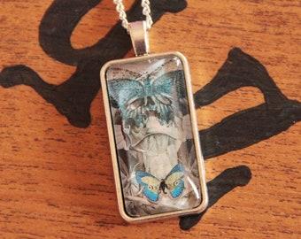 Omnia Vanitas pendant