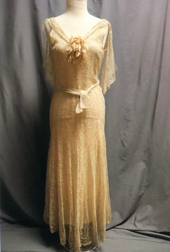 SALE! Vintage 1930s Stunning pale apricot/dark iv… - image 2