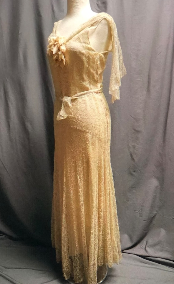 SALE! Vintage 1930s Stunning pale apricot/dark iv… - image 1