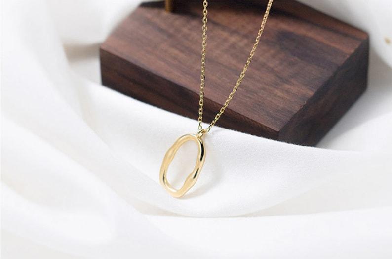 14K Gold O necklace