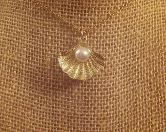 Half Clam Shell Necklace