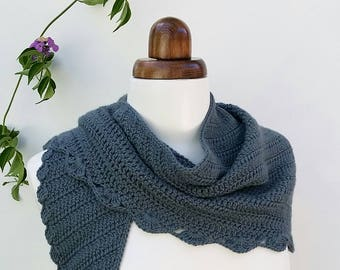 Grey crochet scarf in soft alpaca, triangle scarf, crochet shawlette, winter accessory, neck warmer, gift for her