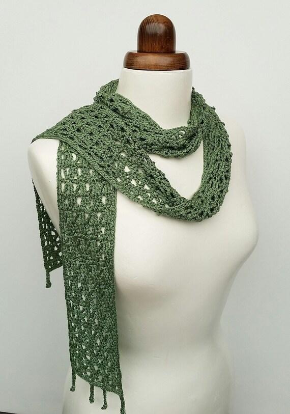 163d3c86c3c5 Foulard en soie foulard vert sauge lacy de femmes écharpe   Etsy