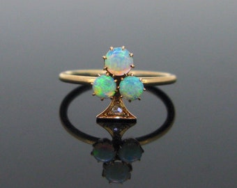 Victorian Shamrock Opals and diamonds ring, 18kt rose gold, circa 1880
