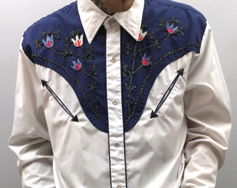c99efd8be 1970s Western shirt with embroidery detail size M- L