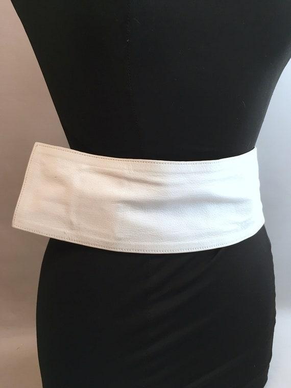 1980s White leather LOEWE belt.  one size fits al… - image 4
