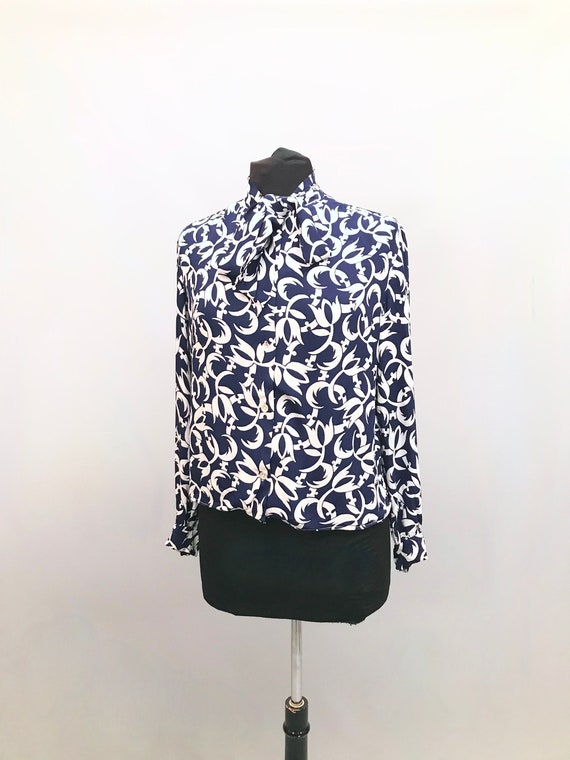 Beautiful 1970s Crepe navy and white blouse with a