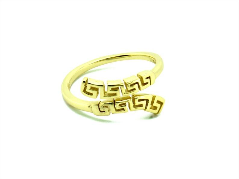 02b836f58227 Oro 18k chapado en plata de ley símbolo griego