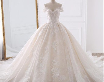 Champagne Vestido de Noiva Appliques Lace Flowers Princess Wedding Dresses  2019 Sweetheart Neck Pearls Royal Train Ball Gown Bridal Dress 7ddbe6795f13
