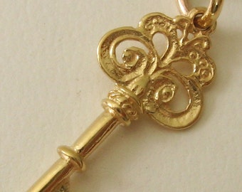Genuine SOLID 9K 9ct YELLOW GOLD 3D Vintage Key charm/pendant