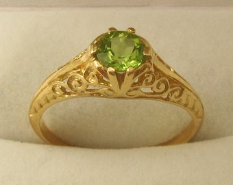 Genuine SOLID 9ct YELLOW GOLD Vintage Design Natural Peridot Ring