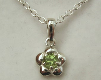 Genuine SOLID 925 Sterling Silver August Birthstone Daisy Peridot Pendant