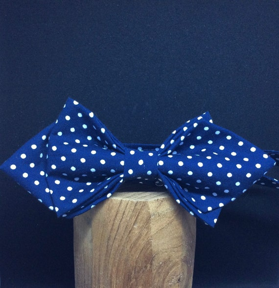 Pointed Bowtie in dark-blue with white polkadots