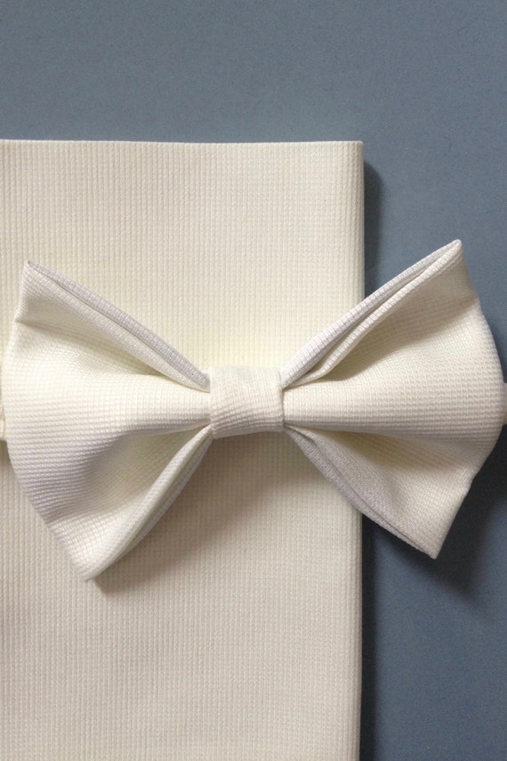 Vintage-style bow tie, lemon yellow with light waffle pattern
