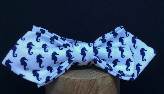 Pointed Bowtie with seahorse in Sailor style.