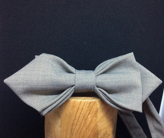 Fine bow of wool fabric, grey-brown