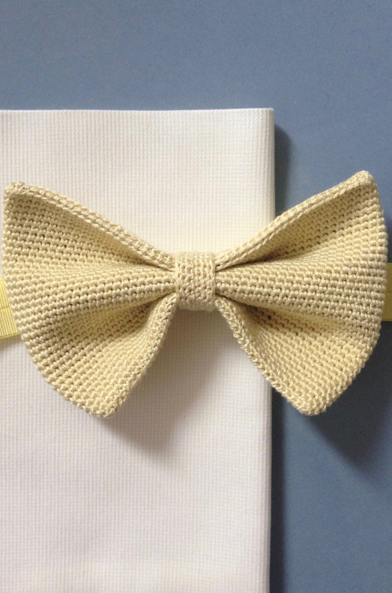 Crocheted fly from 100% silk, lemon, yellow