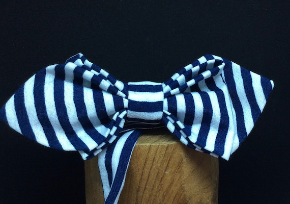 Fly blue-white with longitudinal stripes