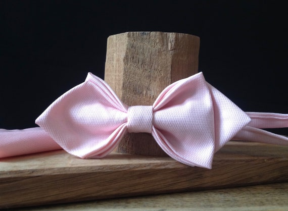 Pointed bow tie in rose