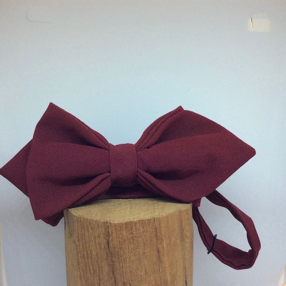 Pointed bow tie in Bordeaux. 20s Style!