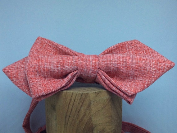 Pointed bow tie in Chambray style in red-white.