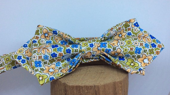 Pointed Bowtie in the 70s Liberty Print.